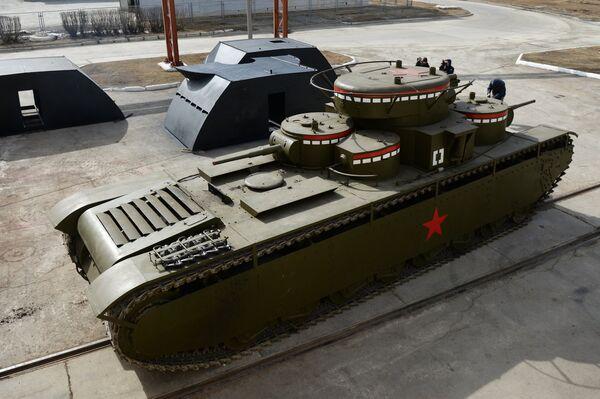 Копия советского многобашенного тяжёлого танка Т-35, воссозданного специалистами участка ремонта и реставрации военной техники АО Уралэлектромедь в Екатеринбурге