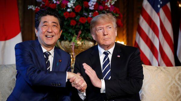 Премьер-министр Японии Синдзо Абэ и президент США Дональд Трамп. Архивное фото