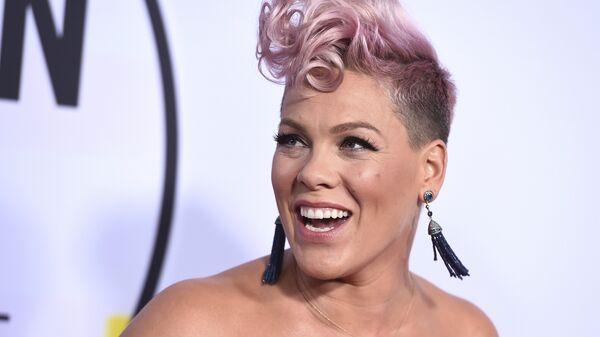 Американская певица Пинк на American Music Awards в театре Microsoft в Лос-Анджелесе. 8 января 2018