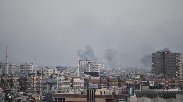ВВС Сирии наносят удары по позициям боевиков террористических организаций к югу от Дамаска, Сирия. 19 апреля 2018