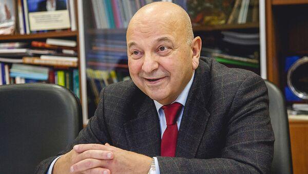 Виктор Тутельян: разрешенное ГМО абсолютно для нас безопасно