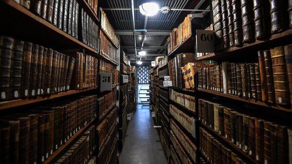 Экскурсия в книгохранилище в рамках акции Библионочь-2018 в Российской государственной библиотеке в Москве. 21 апреля 2018