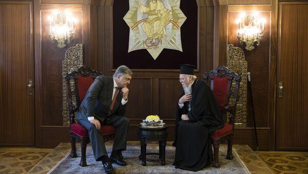 Президент Украины Петр Порошенко во время визита к Патриарху Константинопольскому Варфоломею. Архивное фото