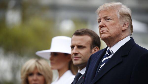 Президент США Дональд Трамп, президент Франции Эммануэль Макрон и их первые леди во время приветсвенной церемонии в Белом доме в Вашингтоне. 24 апреля 2018