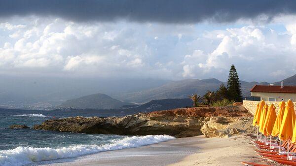 Пляж города Херсониссоса на острове Крит, Греция