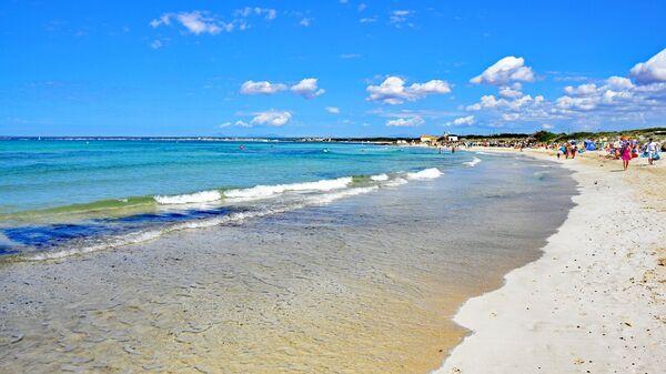 Пляж Эс Тренк на острове Майорка, Испания