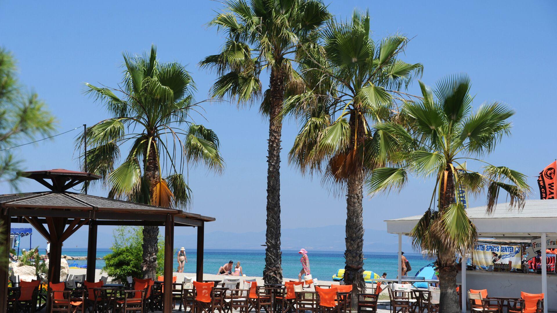 Пляж на побережье Эгейского моря. Греция, Халкидики, полуостров Кассандра - РИА Новости, 1920, 28.05.2021
