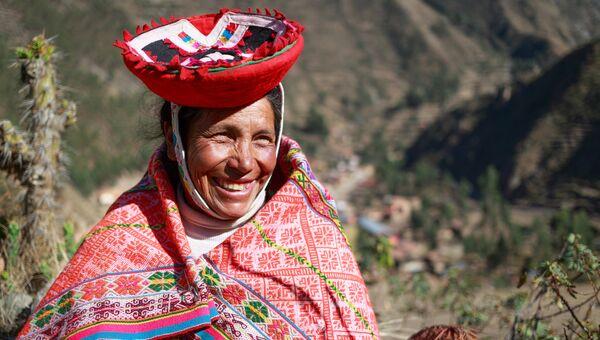 Женщина в традиционной одежде в Перу