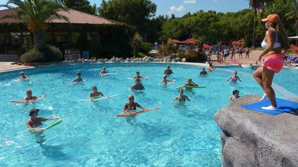 Занятия аквааэробикой в одном из отелей Антальи.