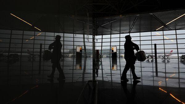 Пассажир в зале ожидания аэропорта Внуково