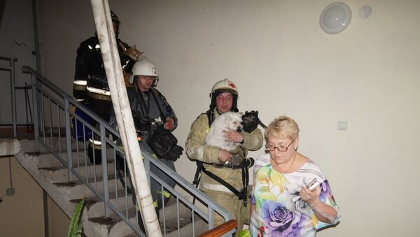Эвакуация во время пожара в многоэтажке в Самаре. 27 апреля 2018