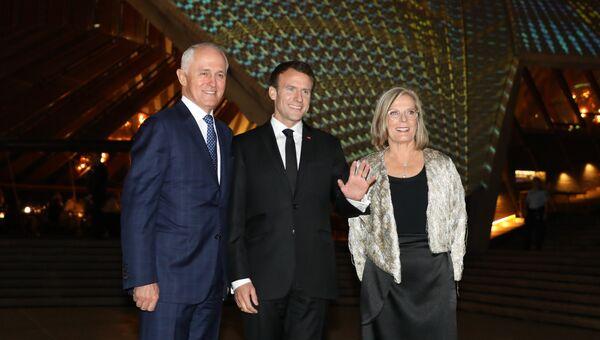 Президент Франции Эммануэль Макрон, премьер-министр Австралии Малкольм Тернбулл и его жена Люси Тернбулл в Сиднее. 1 мая 2018