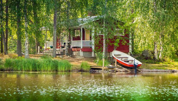 Коттедж на берегу озера в сельских районах Финляндии