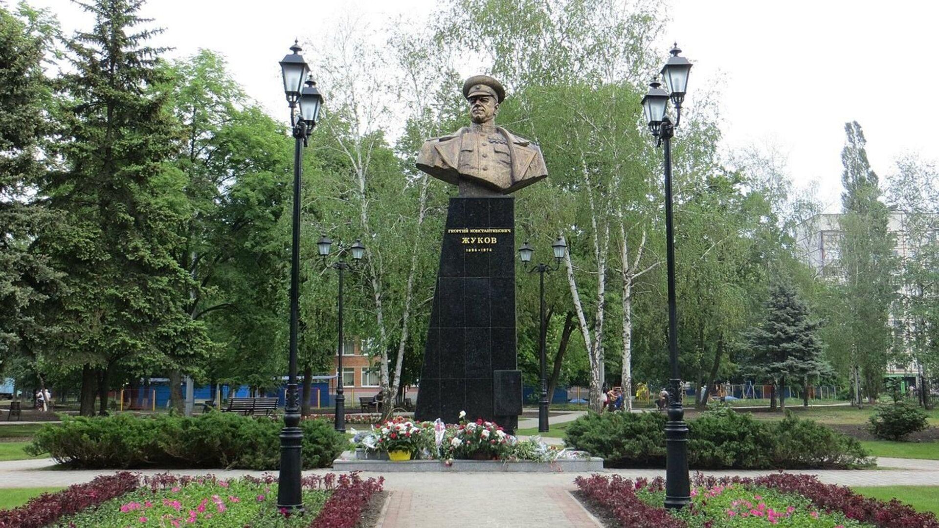 Памятник маршалу Жукову в Харькове, Украина - РИА Новости, 1920, 04.02.2020