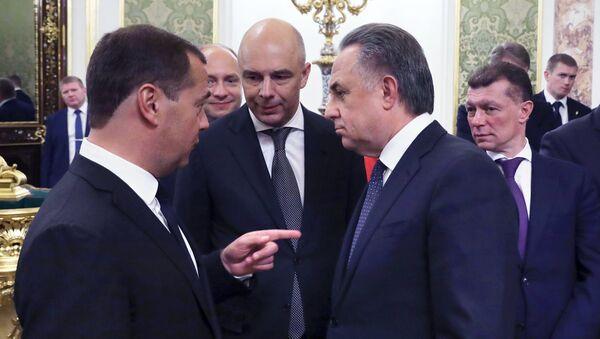 Дмитрий Медведев, Виталий Мутко и Антон Силуанов перед началом встречи с президентом Владимиром Путиным. 6 мая 2018