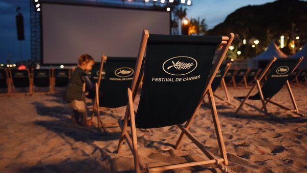 Летний кинотеатр на пляже в Каннах