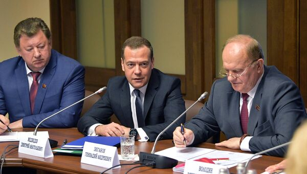 Кандидат на пост премьер-министра РФ Дмитрий Медведев встретился с депутатами фракции КПРФ в Госдуме РФ. 8 мая 2018
