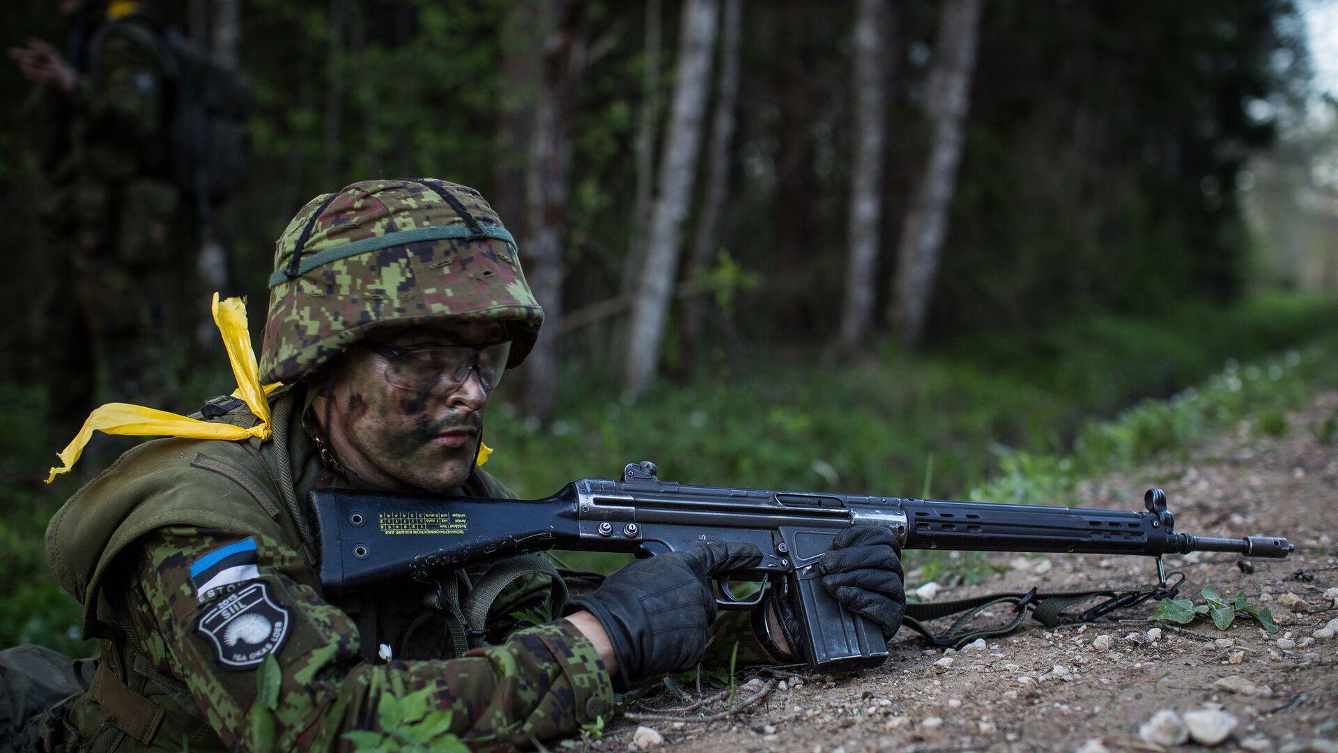 Солдат эстонской армии во время учений Siil-2015 - РИА Новости, 1920, 07.03.2021
