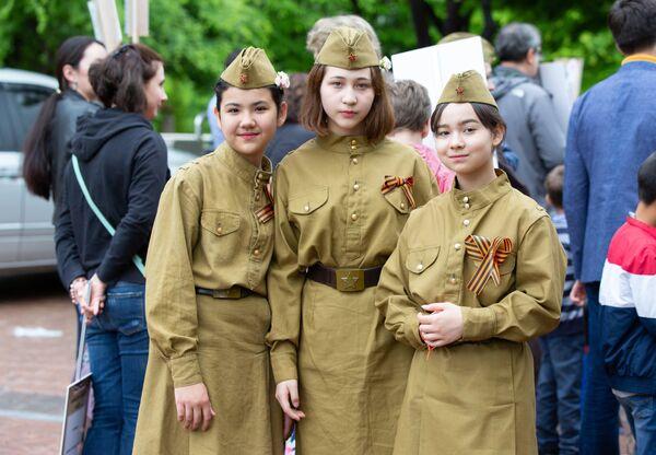 Участники акции Бессмертный полк и праздничных мероприятий в Сеуле, посвященных Дню Победы в Великой Отечественной войне 1941-1945 годов