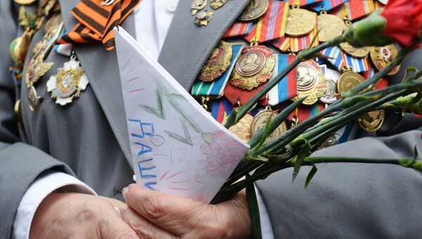 Ветеран Великой Отечественной войны во время празднования Дня Победы. Архивное фото