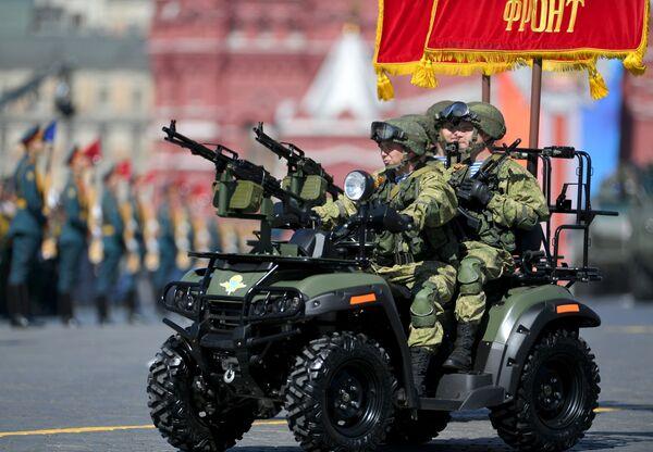 Армейский мотовездеход АМ-1 на военном параде, посвященном 73-й годовщине Победы в ВОВ