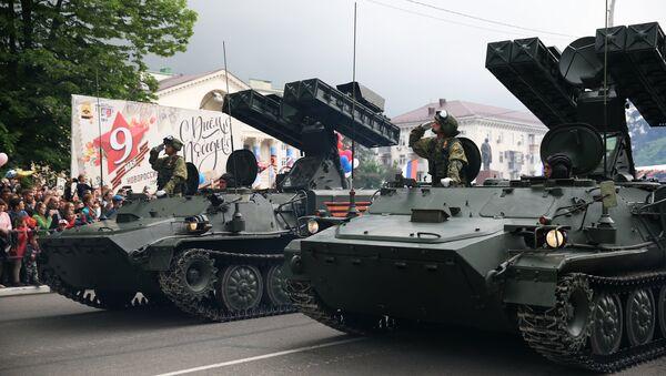 Зенитно-ракетный комплекс Стрела-10 на военном параде в Новороссийске, посвященном 73-й годовщине Победы в Великой Отечественной войне