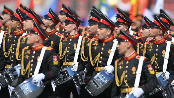 Парадный расчет суворовского училища на военном параде, посвященном 73-й годовщине Победы в Великой Отечественной войне 1941-1945 годов