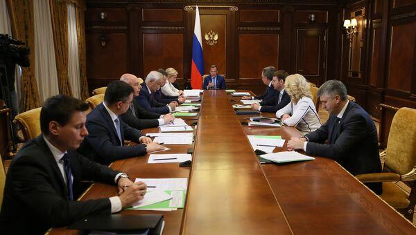 Дмитрий Медведев проводит совещание по реализации указа президента России от 7 мая 2018 года. 10 мая 2018