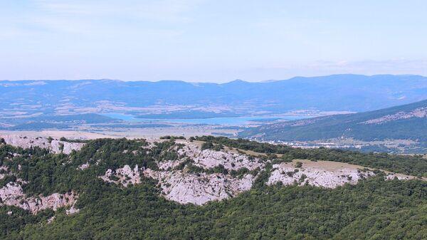Чернореченское водохранилище в Байдарской долине