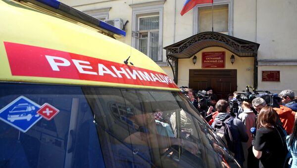 Машина скорой помощи у здания Басманного суда, где рассматривается дело Алексея Малобродского. 10 мая 2018