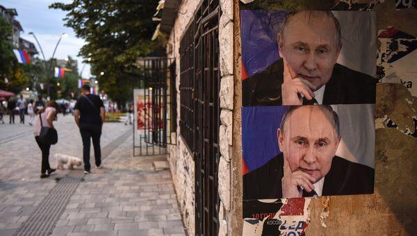 Плакаты с изображением Владимира Путина на улице города Митровицы во время празднования Дня Европы. 9 мая 2018