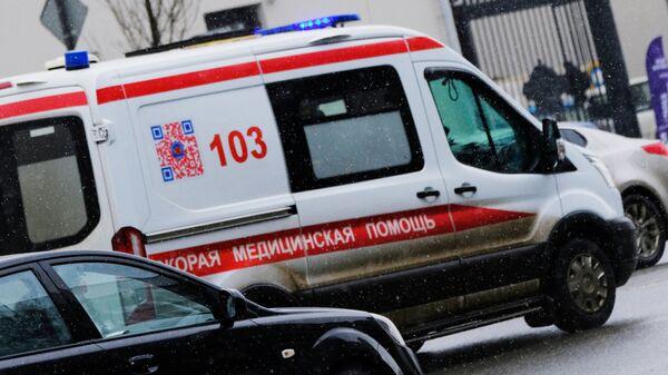 Автомобиль скорой помощи на улице в Москве