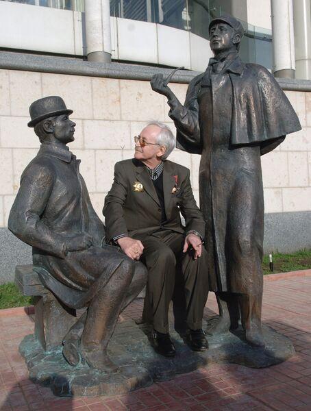 Народный артист России Василий Ливанов во время открытия памятника Шерлоку Холмсу и доктору Ватсону