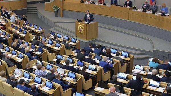 Член комитета Государственной Думы по бюджету и налогам Андрей Исаев на пленарном заседании Государственной Думы РФ. 15 мая 2018