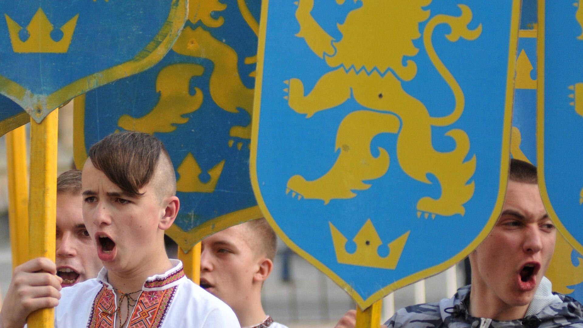 Участники марша в честь годовщины создания дивизии СС Галичина во Львове. 2014 год - РИА Новости, 1920, 14.06.2021