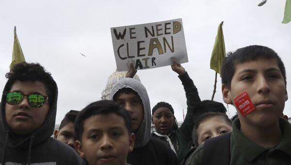 Митинг за чистую энергию в Сан-Франциско, США