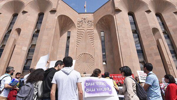 Митинг у здания мэрии Еревана. Архивное фото