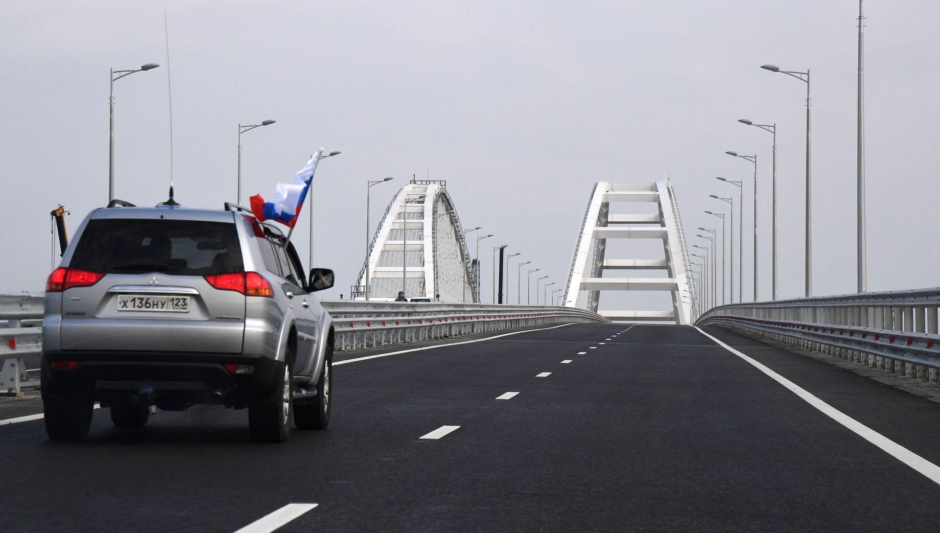 Автомобильное движение по автодорожной части Крымского моста - РИА Новости, 1920, 16.05.2018