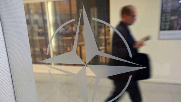 Эмблема НАТО. Архивное фото