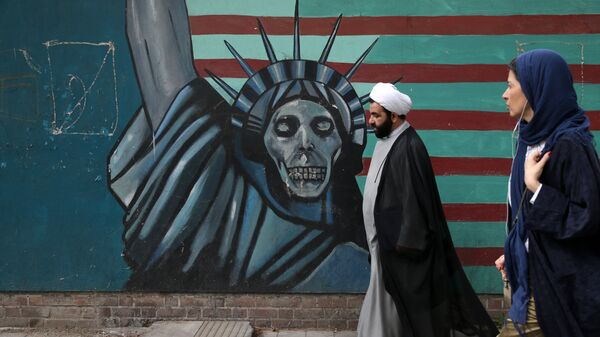Антиамериканский рисунок в Тегеране