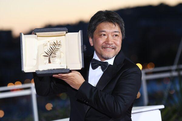 Режиссер Хирокадзу Корээда на фотосессии победителей в рамках церемонии закрытия 71-го Каннского международного кинофестиваля