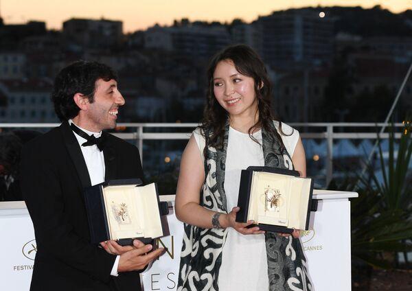 Актеры Марчелло Фонте и Самал Еслямова на фотосессии победителей в рамках церемонии закрытия 71-го Каннского международного кинофестиваля