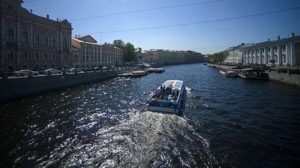 Прогулочный катер в Санкт-Петербурге