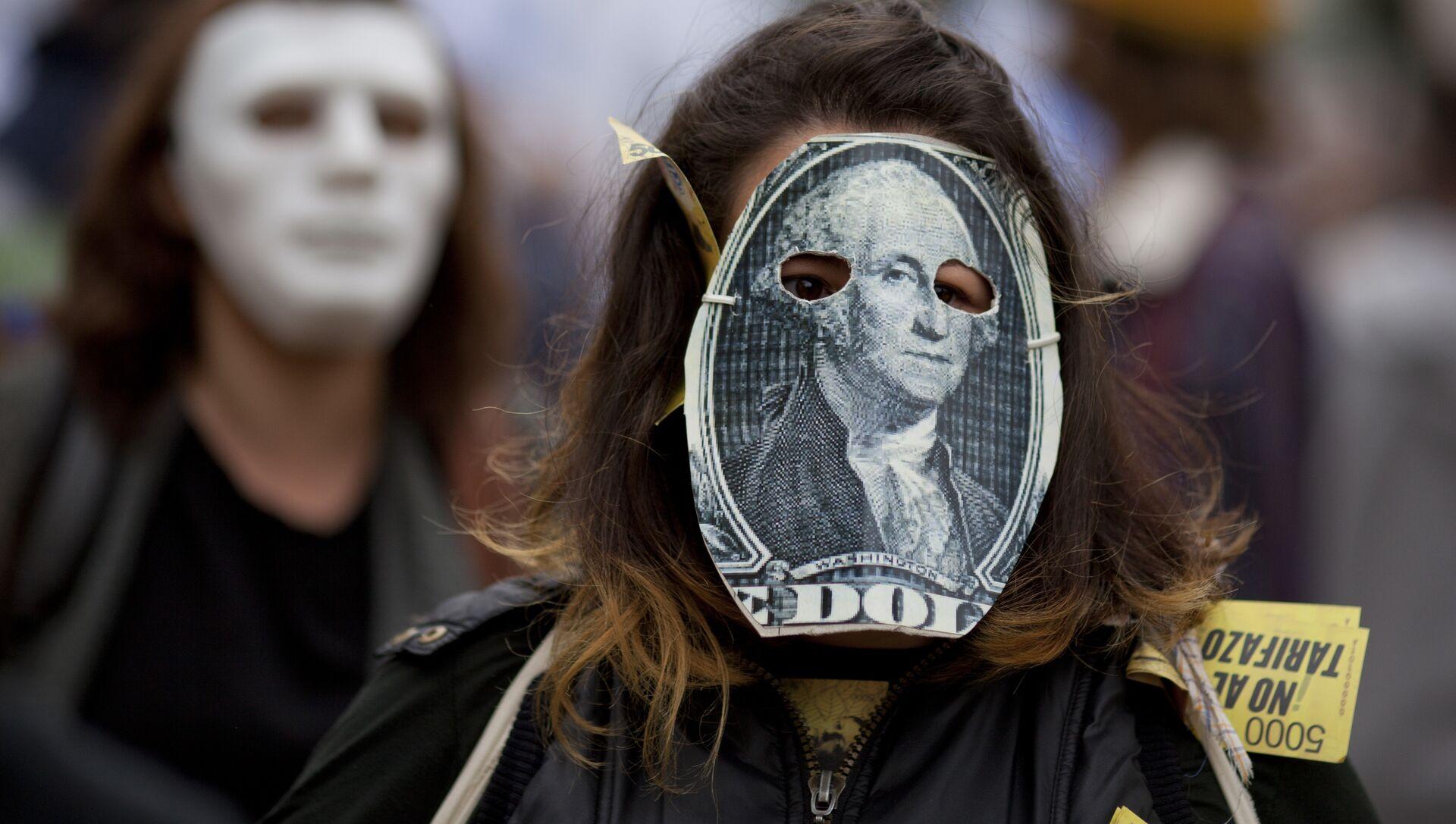 Девушка в маске, стилизованной под стодолларовую банкноту. Архивное фото - РИА Новости, 1920, 23.05.2018