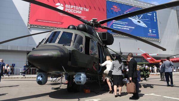 Посетители на международной выставки вертолетной индустрии HeliRussia 2018. Архивное фото