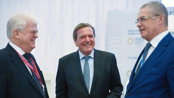 Владимир Чижов, Герхард Шредер и Александр Медведев на Петербургском международном экономическом форуме 2018