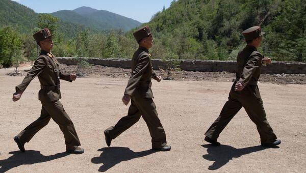 Военнослужащие на ядерном полигоне Пхунгери на севере КНДР. Архивное фото