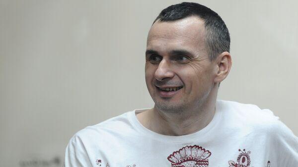 Олег Сенцов, обвиняемый в создании террористического сообщества в Крыму и подготовке терактов, во время оглашения приговора