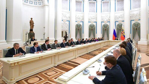 Президент РФ Владимир Путин на совещание с членами нового состава правительства РФ. 26 мая 2018