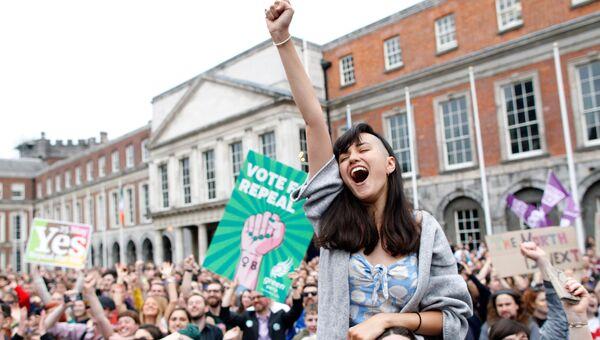 Объявление результатов референдума о либерализации закона об аборте в Дублине, Ирландия. 26 мая 2018